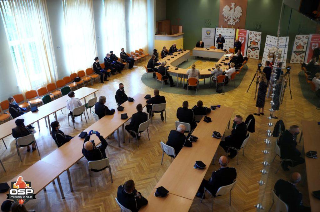 Przekazanie sprzętu AED oraz fantomów dla OSP z powiatu Kluczborskiego